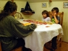 Játszik a család